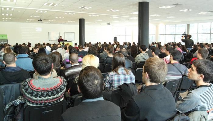 Светлин Наков е лектор на семинар за търсене на работа в ИТ индустрията - 12 януари 2011 г. - софтуерна академия на Телерик